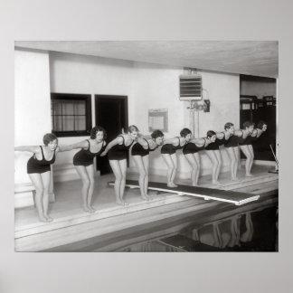 Mädchen-Schwimmteam, 1930. Vintages Foto Poster