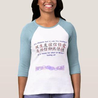 Mädchen-T - Shirt mit einem Durchschlag