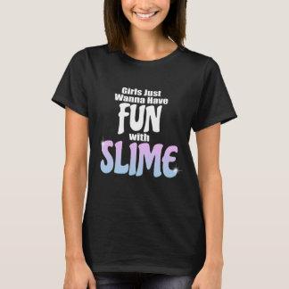 Mädchen wollen gerade, um Spaß mit Schlamm T-Shirt