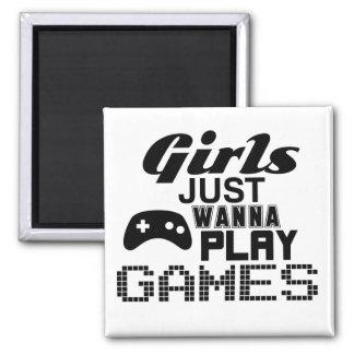 Mädchen wollen gerade, um Spiele zu spielen Quadratischer Magnet