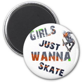 Mädchen wollen gerade zu den Skaten Runder Magnet 5,1 Cm
