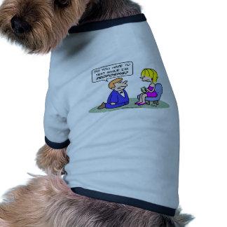 Mädchentexte, während Typ vorschlägt Hund Shirts
