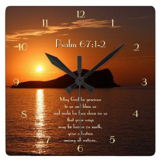 Mag Gott zu uns liebenswürdig sein und uns segnen Quadratische Wanduhr