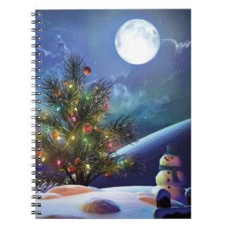 Magische Lichter des Weihnachtsbaums und Notizblock