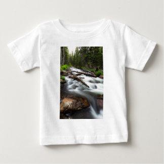 Magischer Gebirgsstrom Baby T-shirt