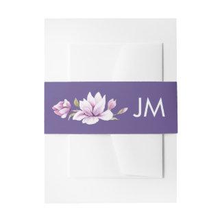 Magnolien-violettes Monogramm-Blumenhochzeit Einladungsbanderole