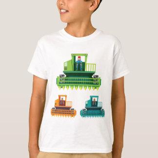 Mähdrescher mit Bauern innerhalb der T-Shirt