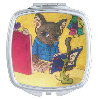 Maine-Waschbär-Verfasser-Katze durch Acrylkatzen Schminkspiegel