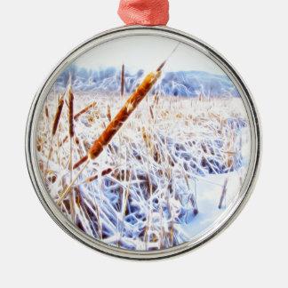 Mais-Hund im Winter Rundes Silberfarbenes Ornament
