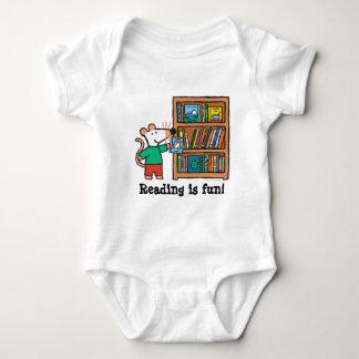 Maisy und ein Bücherregal der Bücher Baby Strampler