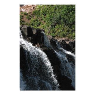 Majestätischer Wasserfall - Stachelbeere fällt Individuelles Büropapier
