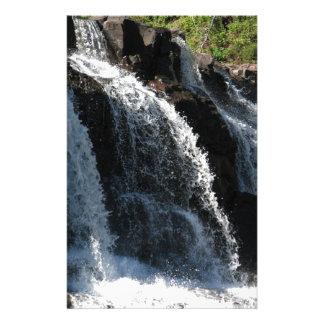 Majestätischer Wasserfall - Stachelbeere fällt Individuelle Büropapiere