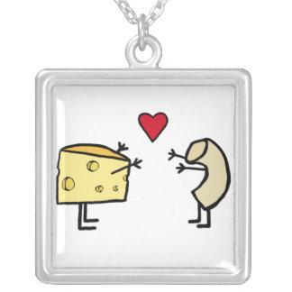 Makkaroni mit Käse-Halskette