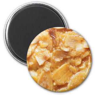 Makro der Mandelteiler auf einem Kuchen Runder Magnet 5,1 Cm