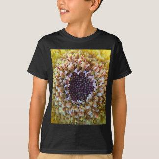 Makro gelbe Blumen-Mitte T-Shirt