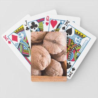 Makroansicht einer Gruppe alter Walnüsse Bicycle Spielkarten