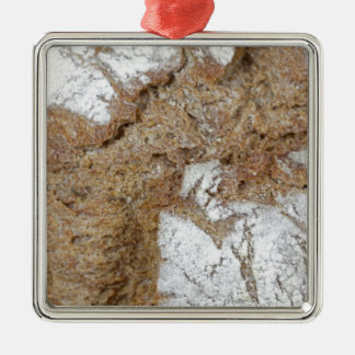 MakroFoto der Oberfläche des braunen Brotes Silbernes Ornament