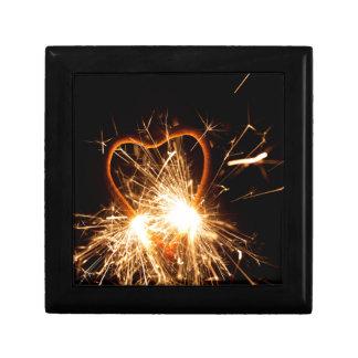 MakroFoto eines brennenden Sparkler in der Form Geschenkbox