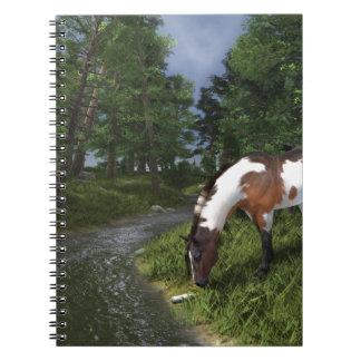 Malen Sie Pferd durch Waldstrom Spiral Notizblock
