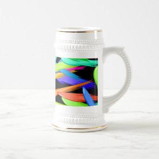 Malen Sie Streifen in einem Regenbogen von Farben Bierglas
