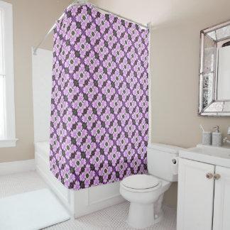 Malvenfarbene Blumen-diagonaler Duschvorhang
