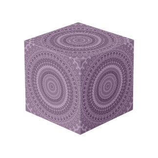 Malvenfarbene Kreis-Mandala Würfel