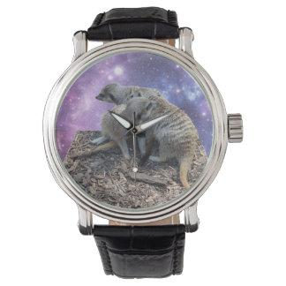 Mama Meerkat und ihr Welpe, die lederne Uhr der