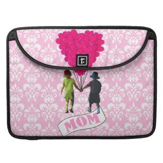 Mamma, Kinder mit geformten Ballonen des Herzens Sleeve Für MacBook Pro
