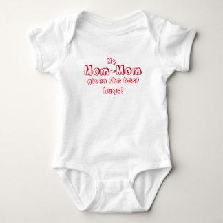 Mamma-Mamma gibt die besten Umarmungen! Baby Strampler