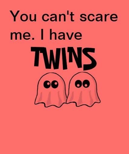 Mamma von Zwillings-Halloween-Shirt