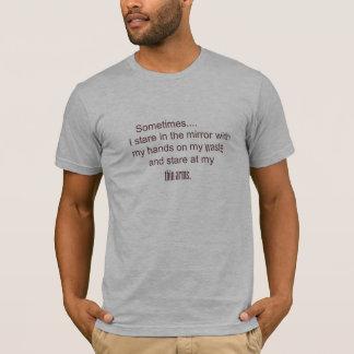 manchmal starre ich im Spiegel mit meinen Händen T-Shirt