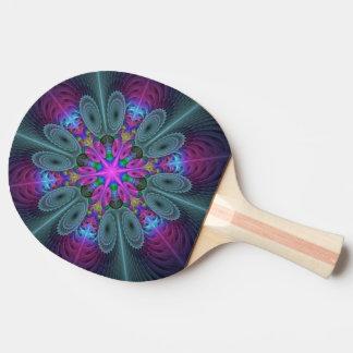 Mandala von der bunten Fraktal-Mittelkunst mit Tischtennis Schläger