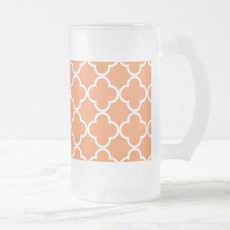 Mandarine weißes Quatrefoil Marokkaner-Muster Mattglas Bierglas