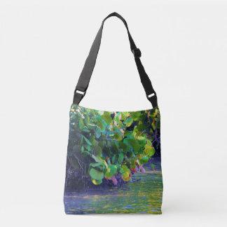 Mangroven-Lagune mit Seetrauben Tragetaschen Mit Langen Trägern