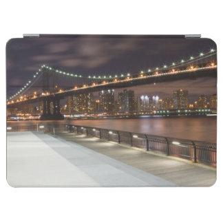 Manhattan-Brücke und NYC Skyline iPad Air Cover