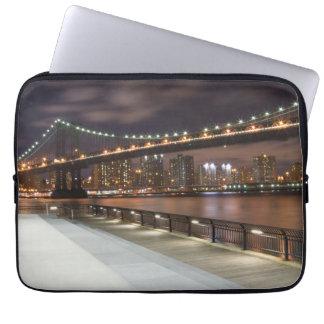 Manhattan-Brücke und NYC Skyline Laptopschutzhülle