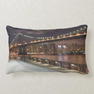 Manhattan-Brücke und NYC Skyline Lendenkissen
