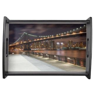 Manhattan-Brücke und NYC Skyline Serviertablett
