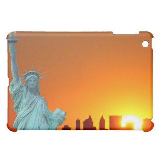 Manhattan-Skyline und das Freiheitsstatue iPad Mini Schale
