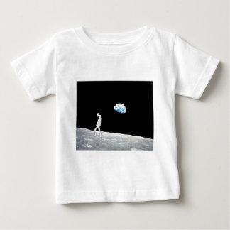 Mann auf dem Mond Baby T-shirt