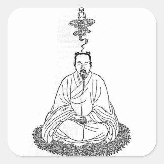 Mann, der in der Meditations-Pose sitzt Quadratischer Aufkleber