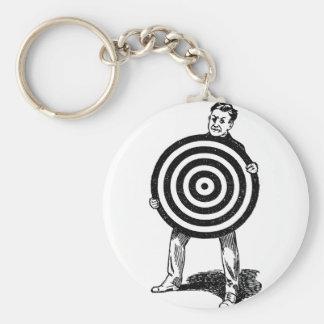 Mann, der Ziel hält Schlüsselanhänger