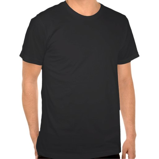 Mann im abstrakten coolen T - Shirt der grafischen
