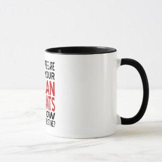 Mann keucht Tasse