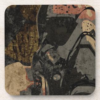 Mann mit Schutzmaske auf dunklem Metallplatten Getränkeuntersetzer