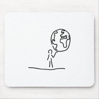 Mann traegt Welt Weltkugel Globus Mousepad