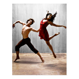 Mann und weibliche moderne Tänzer im roten Kleid Postkarte