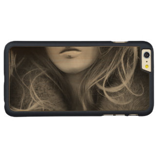 Mannequin in Schwarzweiss Carved® Maple iPhone 6 Plus Hülle