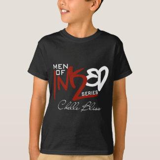 Männer der mit Tinte geschwärzten dunklen T-Shirt