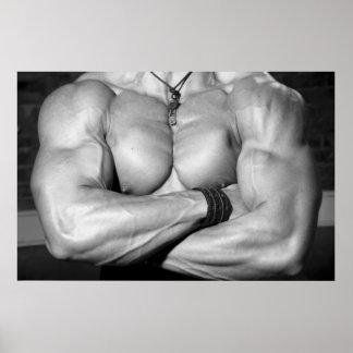 Männlicher Bodybuilder-Kasten, der Plakat biegt